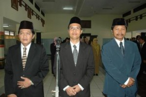 Dari kiri: Pembantu Rektor I: Prof. Dr. Ir. Mas Yedi Sumaryadi,M.S., Pembantu Rektor II: Dr. Eko Hariyanto,M.Si.,Ak., Pembantu Rektor III: Prof. Dr. Imam Santosa,M.Si.