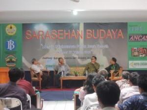 Dari Sebelah kiri: Ahmad Tohari, Prof. Eko Budihardjo, Dr. Yudhie Haryono, dan Dr. Rawuh Edi Priyono (moderator)