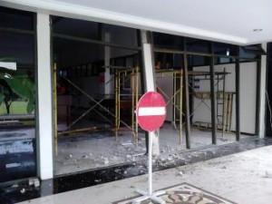 Kerusakan pada Gedung Rektorat akibat angin kencang. Foto: Rachma Amalia