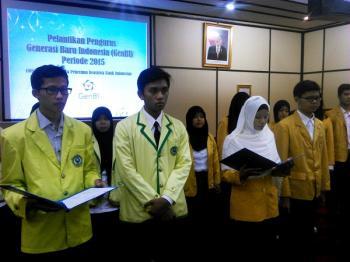 Mahasiswa IAIN Purwokerto dan Unsoed yang menerima beasiswa BI dilantik sebagai pengurus GenBI Foto: Yenny Fitri K