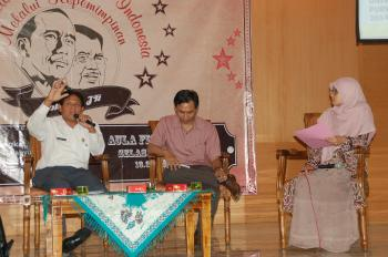 Subagyo, Ketua Komisi B DPRD Banyumas (kiri), Andi Ali (tengah), dan Sri Musitka Rahayu (kanan) saat diskusi, Foto: Supriono