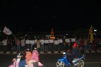 Aksi FMN di jalan HR Bunyamin, Purwokerto. Foto: Rachma Amalia