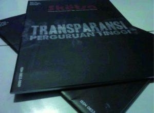 Majalah Sketsa yang membahas transparansi perguruan tinggi. Foto: LeLy Zikri Zulhidayah
