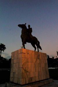 Siluet Patung Kuda Unsoed, Selasa (25/7). Foto: Marita Dwi Asriyani.